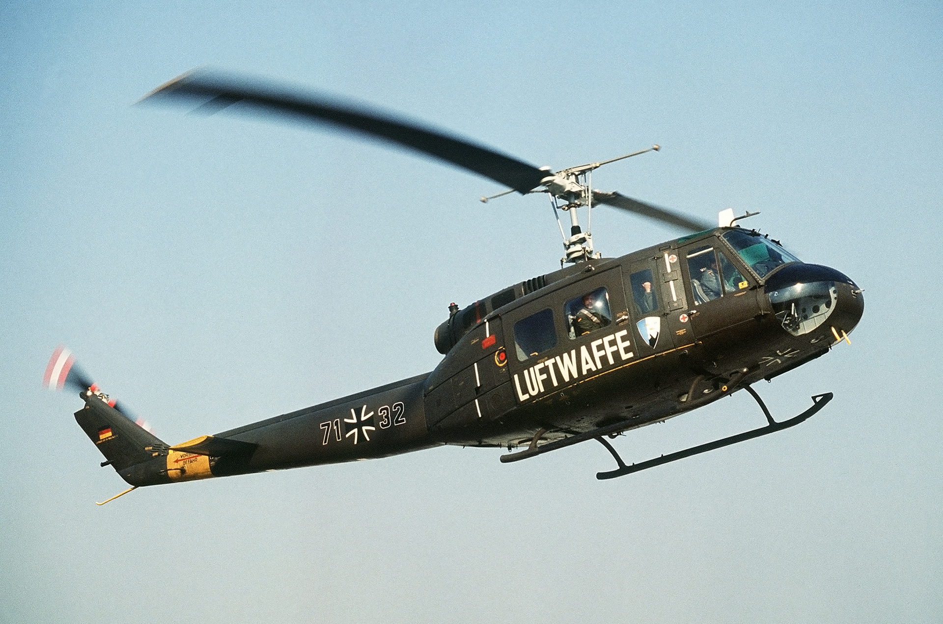 Bell UH-1, HAPPY LANDINGS